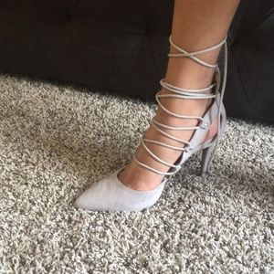 Tie up gray heels.